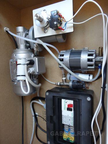 Motor, reductor de velocidad y bomba de vacío.
