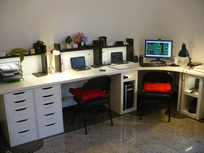 Mi oficina iluminada con leds