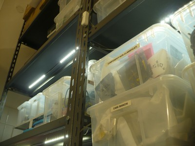 vista de los leds en las estanterías