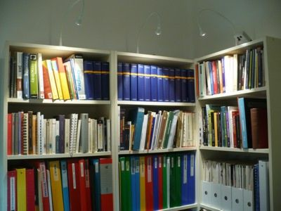 Bibliotecas iluminadas con lámparas a led