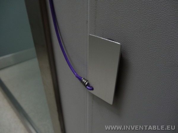 El Dispositivo blocapuerta interrumpe el rayo infrarrojo