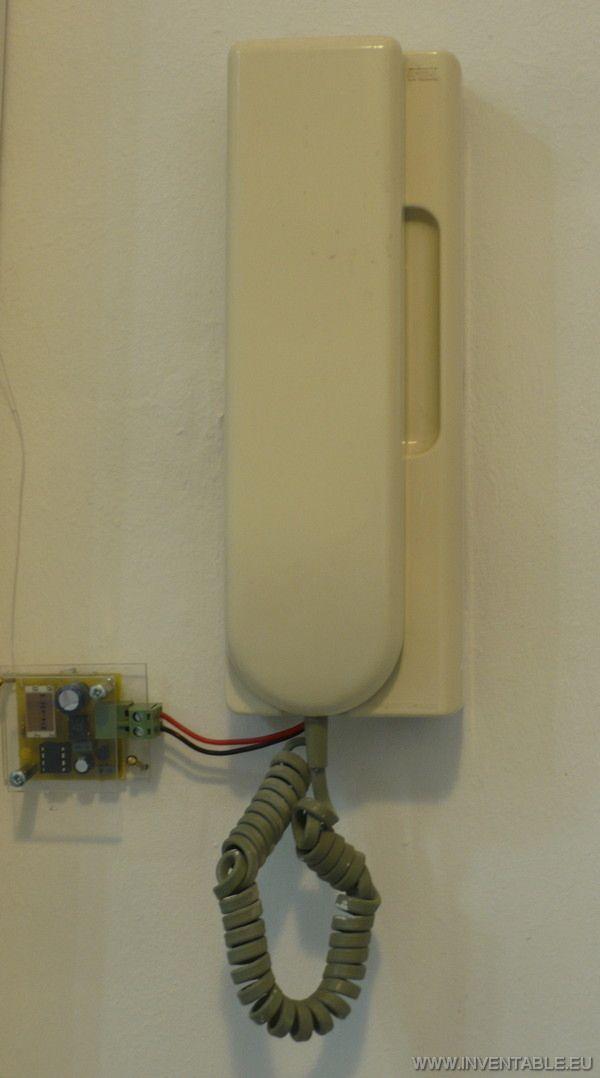 Foto del transmisor conectado al portero eléctrico