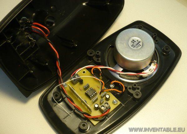 Foto del receptor en el interior del bafle
