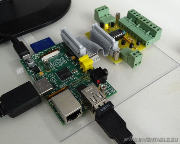 Fotografía de la Raspberry PI y de la interfaz