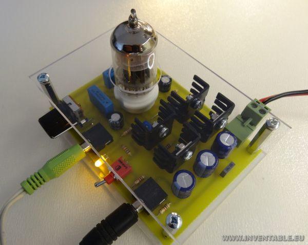 Fotografía del amplificador encendido