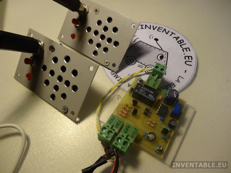 Vista completa del intercomunicador con los dos paneles remotos