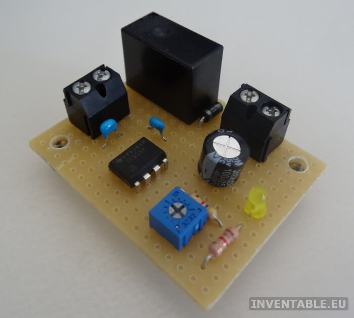Foto del prototipo del retardo de encendido hecho con una placa universal de islas