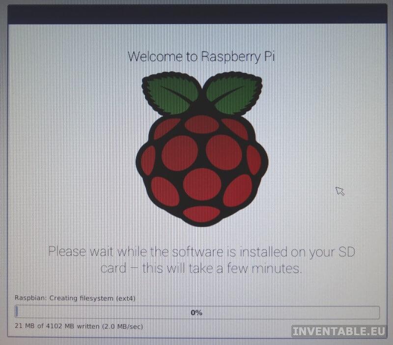 Imagen en la pantalla durante la instalación de Raspbian