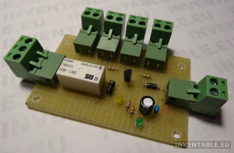 Plaqueta experimental montada (lado componentes).