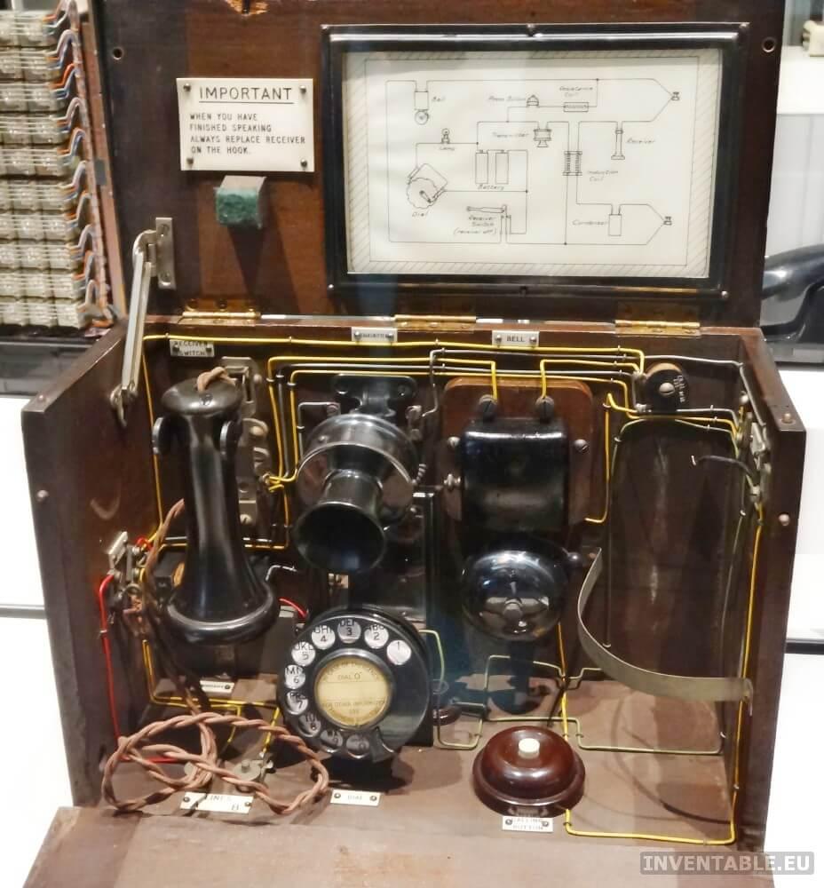 """Un teléfono """"portátil"""" antiguo al Museo de la Ciencia de Londres."""