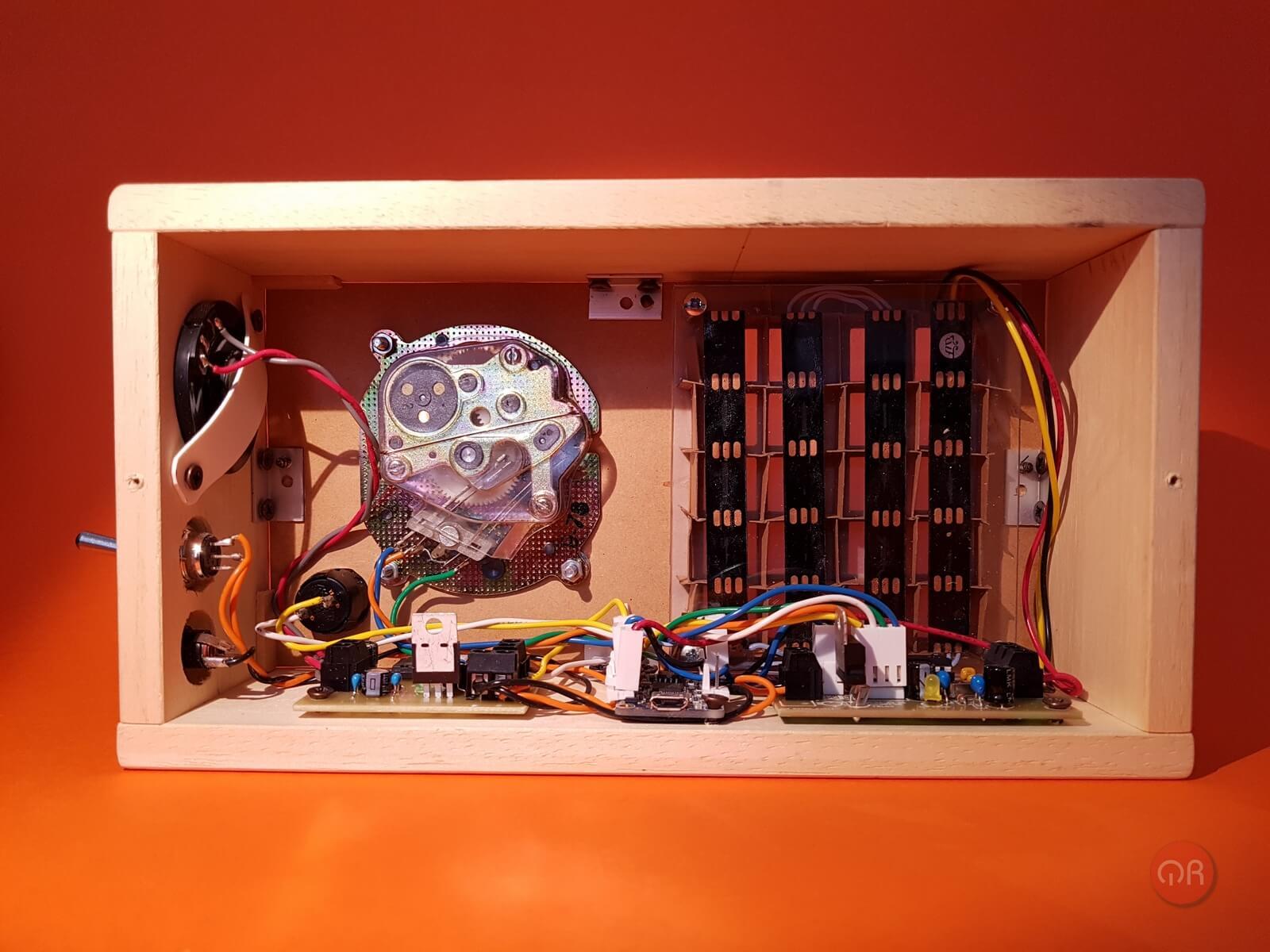 Foto del interno del timer donde se puede observar la electrónica.
